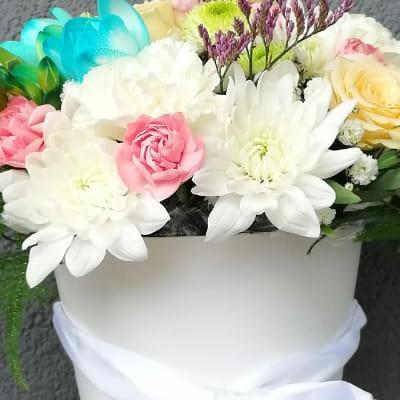 kwiaty wbiałym wazonie